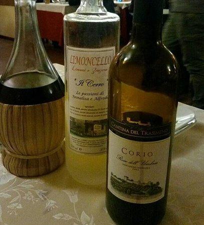 Ristorante Il Cerro: L'ottimo vino rosso e liquori di produzione propria
