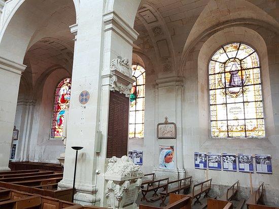 Eglise Notre Dame: Vitraux de l'église