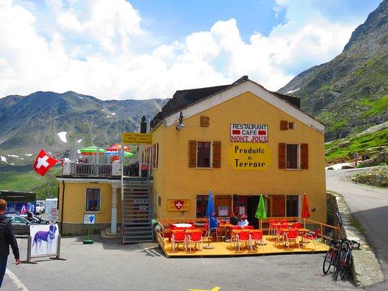 Bourg Saint Pierre, Suíça: shop and restaurant