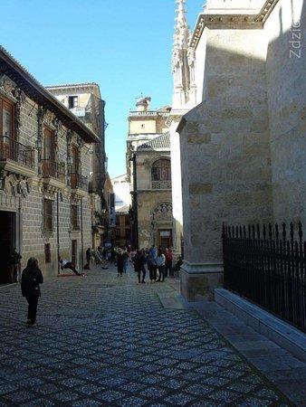 budynek La Madraza (po lewej)