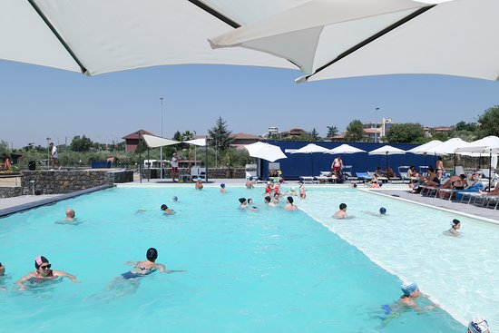 Mascalucia, Olaszország: La piscina ETNA FLOW con accesso ai diversamente abili e con area adatta ai bambini