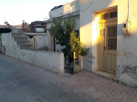 Tourloti, กรีซ: ενα όμορφο χωριο για βολτα κ εχει κ ενα φούρνο στην εισοδο με το καλύτερο παξιμαδι της κρητης. κ
