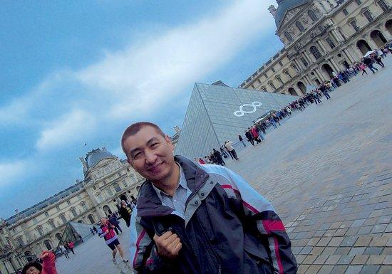 Louvres, France: Pyramide du Louvre