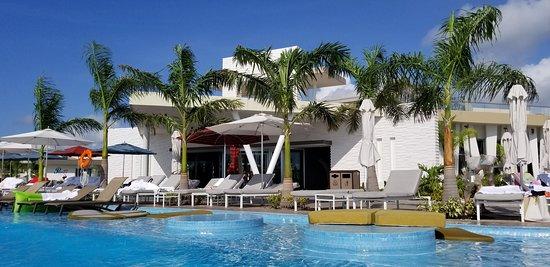 Cusco pool & restaurant
