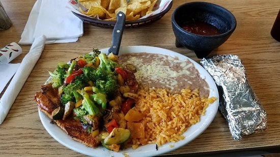 Los Ranchitos: Pollo Sinaloa. Grilled chicken breast smothered in fresh broccoli,  zucchini,  yellow squash, an