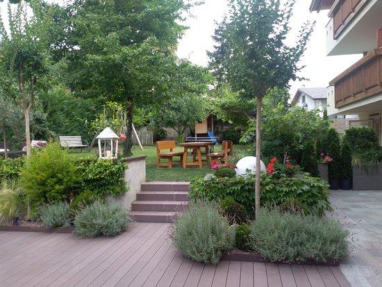 Nals, Italy: relax in giardino