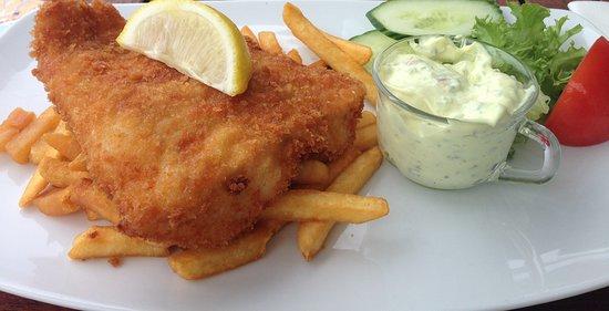 De bruker fisk fra sjøen utenfor Strømstad, Remuladen var hjemmelaget og meget smakfull, chipsen