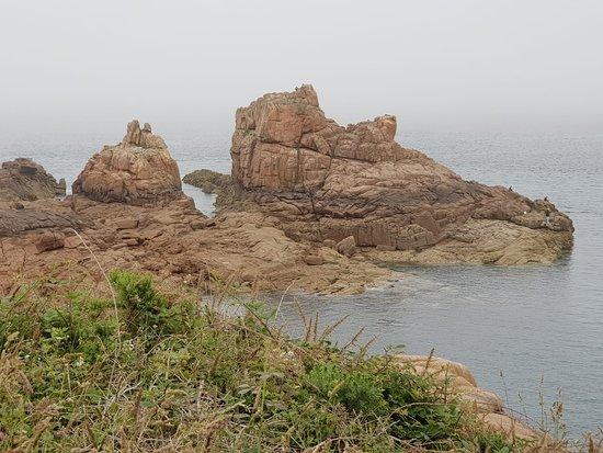 Sentier des douaniers: rochers de granit rose