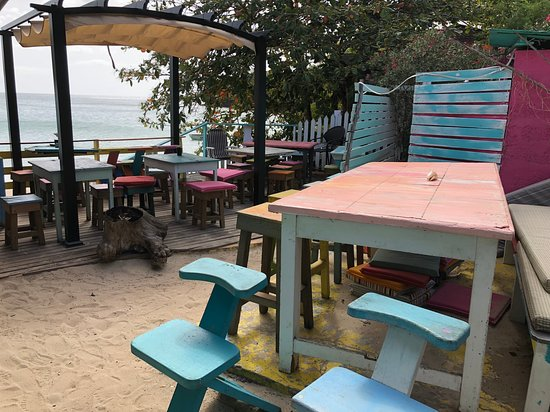 Morne Rouge, Grenada: Tables at the bar
