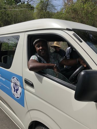Morne Rouge, Grenada: Friendliest bus driver - Christopher!