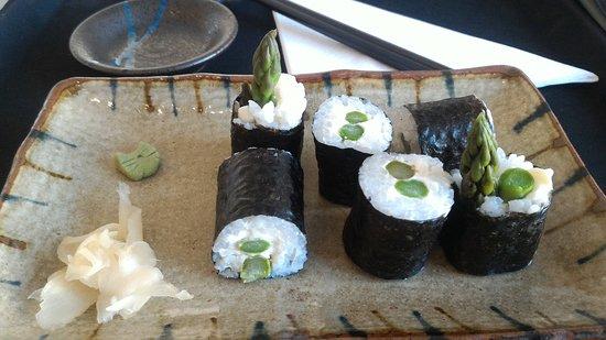 Neko Sushi: Asparagus & Cream cheese maki