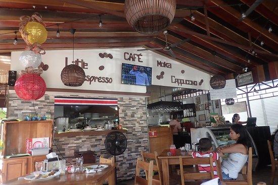Rain Forest Cafe and Restaurant: Inside