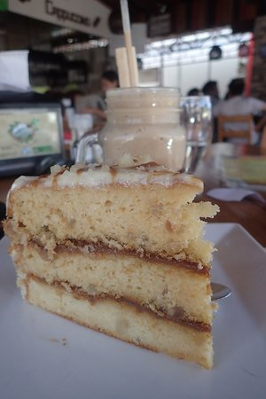 Rain Forest Cafe and Restaurant: Coffe Mono Loco and cake!