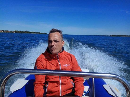 Wypozyczalnia skuterow wodnych i motorowek na jeziorze