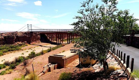 Cameron, AZ: Rückseite der Anlage