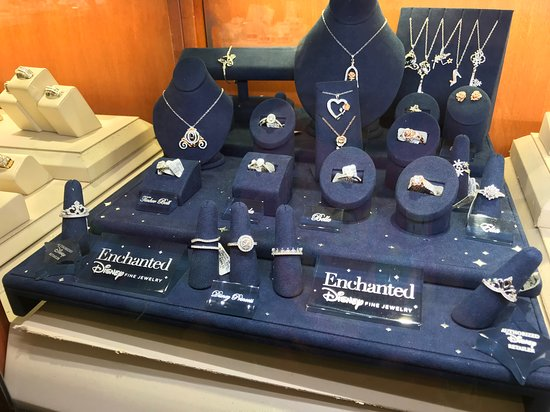 Tanger Outlets Sevierville : Zales Enchanted Disney Fine Jewelry Case