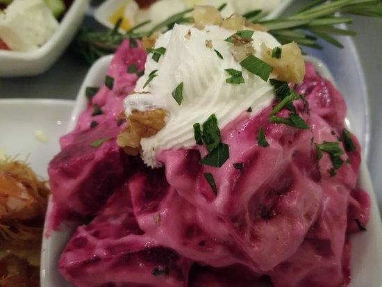 Ano Koufonissia, Yunani: Barbabietole rosse e yogurt