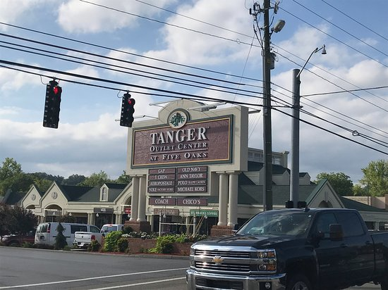cinderella neckalce at zales picture of tanger outlets sevierville rh tripadvisor com