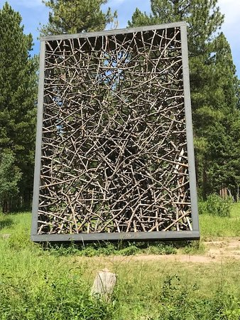 Blackfoot Pathways:Sculpture in the Wild: Picture Frame (Jaakko Pernu).