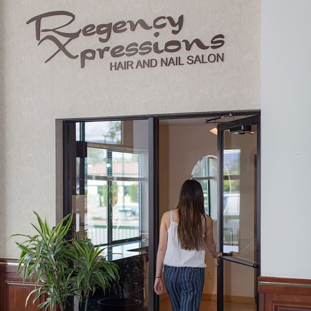 Rogue Regency Inn: On site hair salon