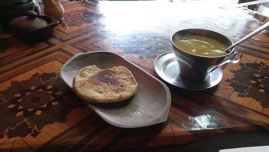 Atahualpa Spanish School: Maisfladen mit Kürbisgetränk in der Pause