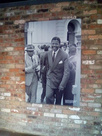 Ривония, Южная Африка: picture of Mandela on the wall of the room where he lived