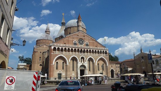 Basilica di Sant'Antonio: Frente da igreja