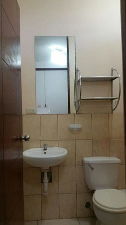 Canoas, Peru: BATHROOM,HOT WATER TOO