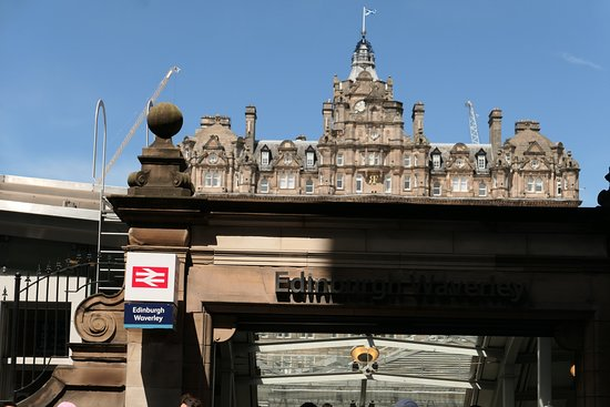 Edinburgh Waverley Station 입구