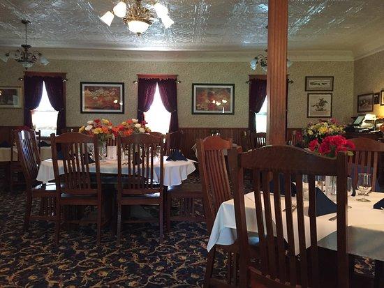 Elk Mountain, WY: Fine dining at it's best.