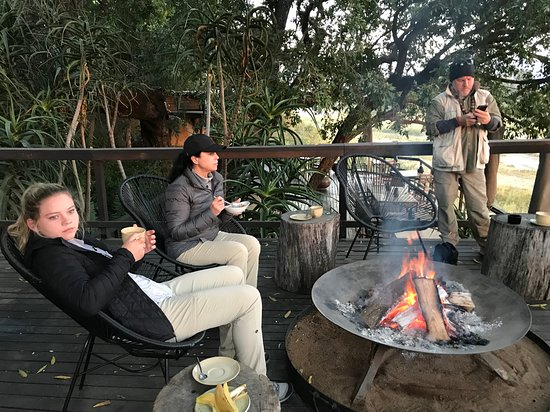 Singita Private Game Reserve, Afrika Selatan: They set the tone. A great fire at breakfast.