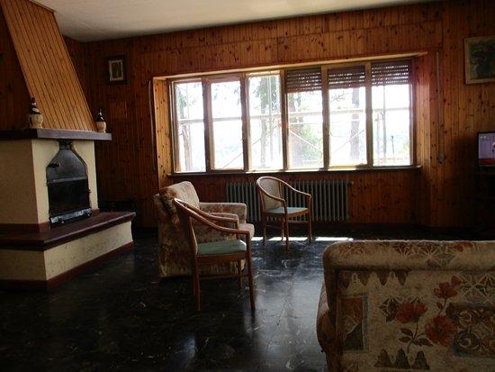 Montemignaio, Olaszország: Rivestimenti in legno riscaldano l'atmosfera della sala gioco-TV