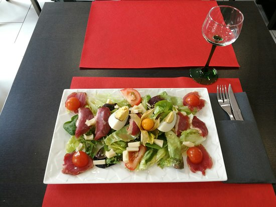 Saint-Hippolyte, France: Salade Gourmande.