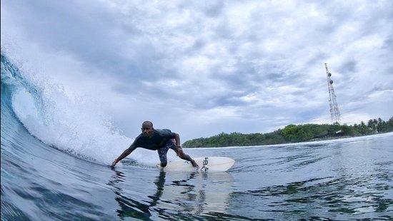 Thulusdhoo Island: Maldivian surfer Kudaissey surfing in Thulusdhoo #seasonsurfing