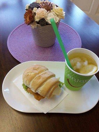 Tiszafured, Hungary: többféle frissen készített szendvicsek