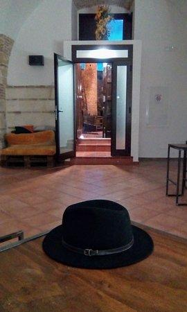 Irsina, Italie : Wherever I lay my hat ...