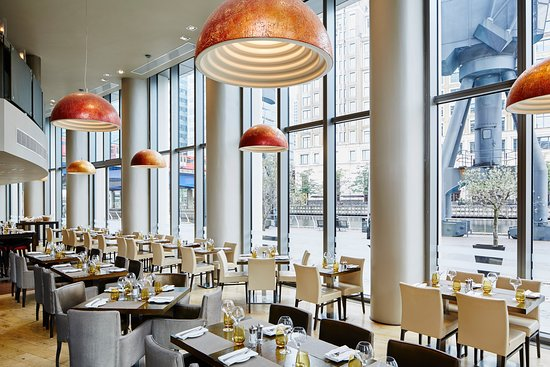 Manhattan Grill London Docklands Canary Wharf Isle Of
