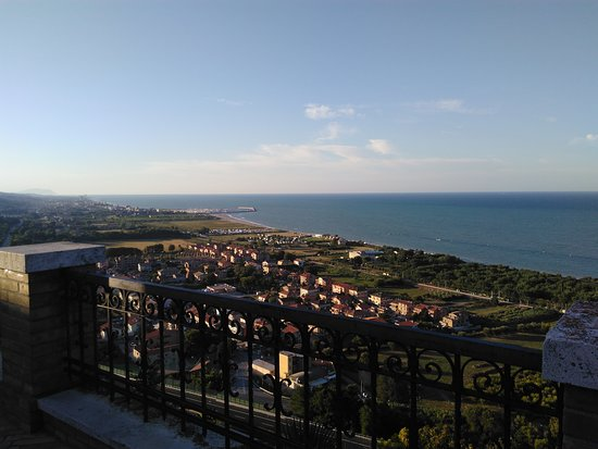 Uno dei punti panoramici di Torre di Palme