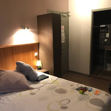Cantal, França: Très bon accueil, calme, propre, agréable. très bon rapport qualité prix aussi bien sûr la chamb