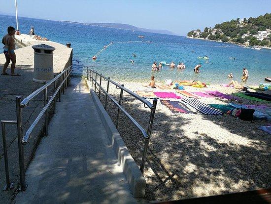 Drvenik, Kroatien: Beach wheelchair access