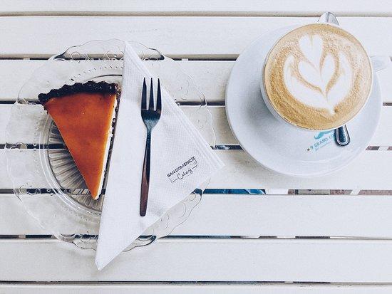 San Domenico Caffe: отличный десерт из кешью, сиропа агавы и маскарпоне + идеальный капучино