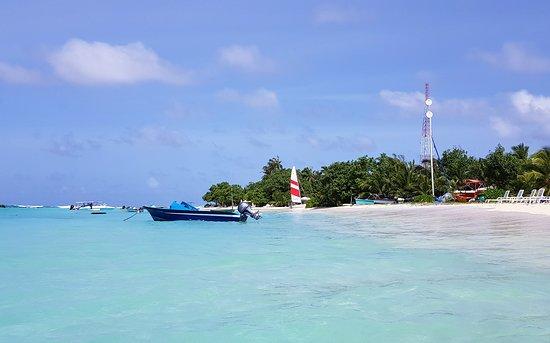 Thulusdhoo Island: Bikini Beach in Thulusdhoo, Maldives