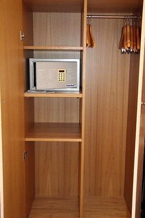 Chambre 371 Table Bureau Second Ecran Tv Devant Le Lit