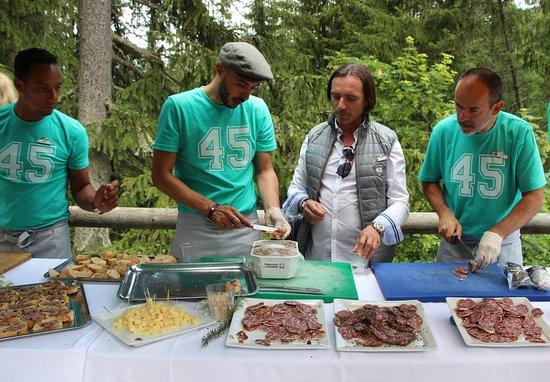 Club Med Peisey-Vallandry: Accueil de l'équipe du bar... et du Chef de Village lors de la randonnée aux monts d'argent