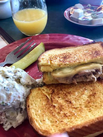 West Columbia, Южная Каролина: Duck Grilled Cheese w/ Baked Potato Salad