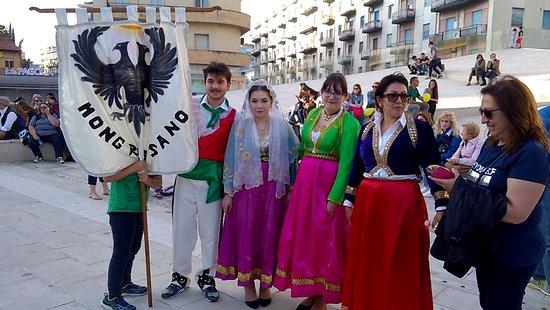 Rappresentanza di Mongrassano durante la manifestazione Bukuria Arbëreshë a Cosenza, 20 maggio 2