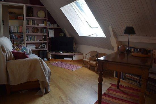 Mezzanine salon télé-bureau - Picture of Chambres d\'hotes Ti ...