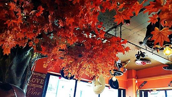 La Parrilla Mexican Bar & Grill: interior