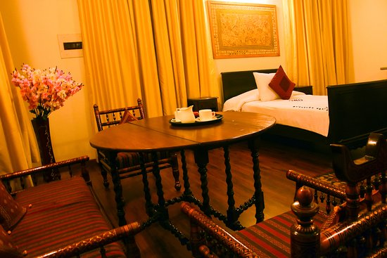 Sandur, الهند: Maharani Suite Living