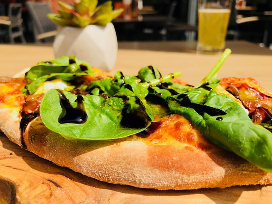 WOODSTONE Pizza and Wine Haarlem: Pizza Bread Lunch portion